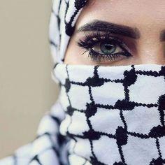 كل ما تغفى عيون . . . . هناك عيون آخرى تسهر على الوطن🇵🇸✌🏻🌹🇵🇸. في كوفيتي لونان سحب بيضاء تبتسم _ لفلسطين واخرى سودآء تدركا دمعاً ومطرا في كوفيتي حرب و سلام ✌ #palestine #فلسطين Beautiful Eyes, Most Beautiful, Arabian Eyes, Absolute Power Corrupts Absolutely, Mekkah, Dreamy Photography, Girl Hijab, Couple Tattoos, Women In History