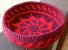 WendyPinwheel tapestry crochet bowl--want to learn this technique!
