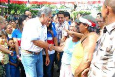 Norman Quijano futuro Presidente de El Salvador compartiendo con los residentes de la Colonia Santa Marta.
