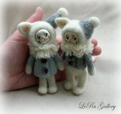 Tiny winters cats. Two little cats on a walk. Small dolls in vintage style. Art dolls in mixed media. Faces sculpted of clay, painted and varnished. Bodies and clothes are needle felted of new-zealand wool. Miniature. About 10-11 cm ( 4). Cute gift or dec