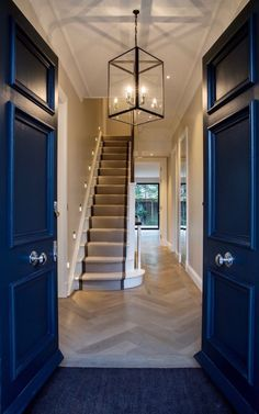 Dazzling Hallway Lighting Ideas that'll Impress You Parquet flooring Runner on stairs Light Ceiling detail - sense of granduer modern hallway Front Hallway, Upstairs Hallway, Front Door Entrance, Dark Hallway, Entrance Halls, Front Doors, Stairs And Hallway Ideas, Entrance Hall Decor, Hallway Ceiling