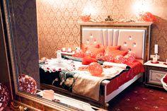 "Номер люкс ""5"" свадебного отеля ""Питер Hotels"". A suite ""5"" in the wedding hotel ""Peter Hotels"". Наш адрес: Санкт-Петербург, Каменноостровский 24; тел. +7 (812) 232-87-22. Our address is: 24 Kamennoostrovskiy Prospect; Sankt-Peterburg, Russia; tel. +7 (812) 232-87-22 piterhotels.com."