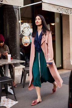 the Best Street Style From Paris Fashion Week paris fashion week street styleparis fashion week street style Look Street Style, Street Style Trends, Spring Street Style, Casual Street Style, Street Style Women, Cool Street Fashion, Look Fashion, Paris Fashion, Korean Fashion