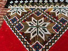 (3) FINN – Eldre bringeduker, bringkluter selges enkeltvis eller samlet Hardanger Embroidery, Crochet Slippers, Bohemian Rug, Rugs, Decor, Dekoration, Decoration, Carpets, Crocheted Slippers