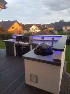 Outdoor Kitchen is one of the best ways to finish your backyard to entertain and feed your loved ones and mates. Beneath you will discover on outdoor kitchen ideas in addition to some tips that can make your patio trendy and enticing, take pleasure in! Outdoor Kitchen Bars, Outdoor Kitchen Design, Outdoor Kitchens, Kitchen Decor, Out Door Kitchen Ideas, Decorating Kitchen, Bronze Kitchen, Basic Kitchen, Summer Kitchen