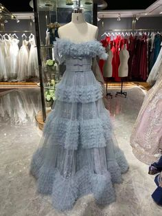 Big Puffy, Puffy Dresses, Wedding Tablecloths, Ruffle Fabric, Pretty Prom Dresses, Wedding Props, Dress Cake, Thing 1, Woman Fashion