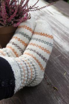 Knit Mittens, Knitting Socks, Baby Knitting, Woolen Socks, Diy Clothing, Handmade Clothes, Yarn Crafts, Knitting Patterns, Knit Crochet