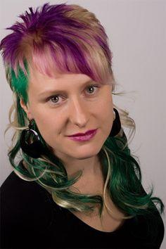 Green Hair Extensions made from thermofibre hair / Grüne Haarverlängerung aus Thermofiberhaar angebracht mittels Eurolocks