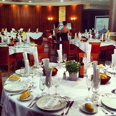 Restaurante Los Chispos Murcia, Tapas, Four Square, Table Settings, Hotels, Restaurants, Function Hall, Spoons