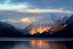 Cannon and Lake McDonald at sunset in Glacier National Park. It's called the Crown of the Continent, with more than a million . West Glacier, Glacier Lake, Lake Mcdonald Montana, Photo Café, Glacier National Park Montana, Glacier Montana, Big Sky Country, Us National Parks, Sun