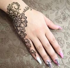 Мастер ___________________________ It's here now henna patterns or Mehndi ankle then CLICK VISIT link to read Henna Tattoos, Henna Tattoo Wrist, Flower Wrist Tattoos, Mehndi Tattoo, Henna Tattoo Designs, Finger Tattoos, Henna Designs Wrist, Henna Ankle, Beautiful Henna Designs