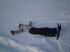 ¡Haciendo angelitos en la #NieveArgentina! #Ushuaia #Invierno #Snow #TierraDelFuego #Winter Ushuaia, Snow, Winter, Argentina
