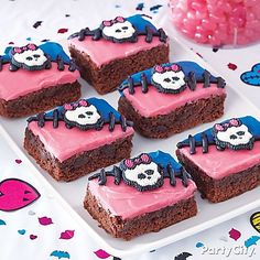 Your little monsters will love to munch on these Monster High brownies! Click to get our step-by-step details!