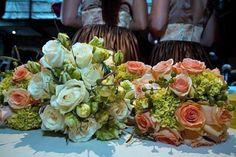 #Bridal Bouquet with creme garden roses & buds & lysianthus. Bridesmaids: peach roses & mini green hydrangeas. teresaferrando.com