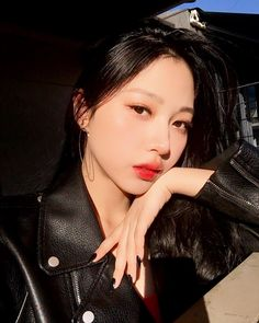 눈썹 그리다 만 거 아님!!! I need my washed out brows back.....like for real tho.... Killing Me Softly, Korean Model, Girl Crushes, Ulzzang, Lips, Make Up, Style, Models, Swag