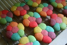 OMG, these would be so fun to make with colored cookie dough <3