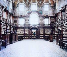 Candida Höfer, Biblioteca Girolamini Napoli III