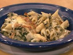 Best comfort food combo ever - Spinach & Artichoke mac n cheese!