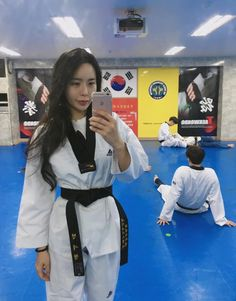 Taekwondo Girl, Martial Arts Women, Art Women, Female Art, Art Girl, Captain Hat, Fashion, Martial Arts, Fine Art
