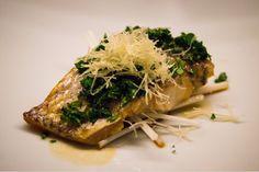 Persico del Mar del Giappone grigliato su foglie di pepe - Chef Shinichiro Takagi   Italia e Giappone, le eccellenze si incontrano a #LARTE