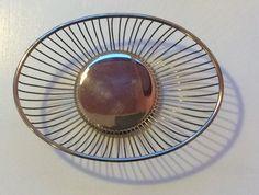 60-luvun metallinen 'kori' esim. leivälle, pähkinöille tai hedelmille, halkaisija 20 ja 14cm