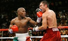Floyd Mayweather lands a left on Oscar De La Hoya