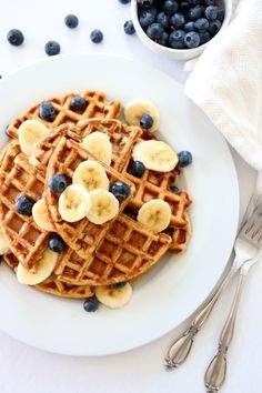 Banana Oat Waffles are nutritious, simple and delicious! The perfect easy breakfast that comes together in under 20 minutes. Banana Waffles, Banana Oats, Pancakes And Waffles, Savory Waffles, Rock Recipes, Think Food, Waffle Recipes, Pancake Recipes, Crepe Recipes