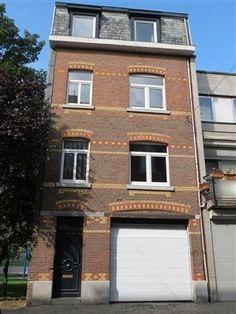 Maison à vendre à Verviers - 135 000 € Très bon immeuble unifamilial ou de rapport - 2 appartements. 1er étage: spacieux living avec espace cuisine équipée, 2 chambres à coucher, salle de bains. 2ème et 3ème étages: cuisine, salle...