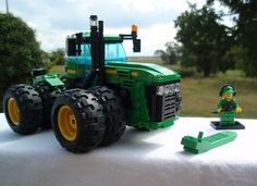 Tractors 459296861997115832 - John Deere Tractor 9530 This is a 9030 Series Tractor of John Deere, one of the most powerful Tractor Series of the World. I'm taking the 9530 for the LEGO Model, because this… Source by Lego Technic, Lego Machines, Lego Truck, Lego Pictures, Lego Trains, All Lego, Lego Construction, Lego Room, Lego Worlds