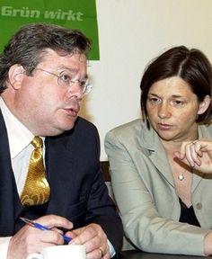 Während die Grünen die Kürzung von Bundeszuschüssen für die Rentenversicherung…