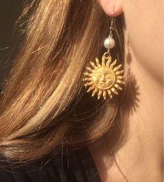 You love elegant and stylish necklaces? 1 online shop for wo… You love elegant and stylish necklaces? 1 online shop for women's accessories! We have inexpensive and elegant accessories. Cute Jewelry, Jewelry Accessories, Jewelry Design, Gold Jewelry, Cheap Jewelry, Jewelry Trends, Jewelry Shop, Aquamarine Jewelry, Hippie Jewelry