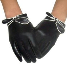 These gloves are so fashionable.-TMC~~ gloves - need these! Photography Tattoo, Cotton Gloves, Women's Gloves, Gloves Fashion, Vintage Gloves, Leather Gloves, Leather Bow, Black Gloves, Black Leather