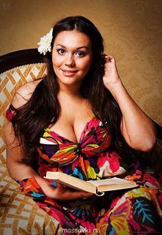 Dilyara Larina, popular russian plus-size model Big Girl Fashion, Curvy Fashion, Plus Size Fashion, Monica Bellucci, Lingerie Plus Size, Summer Maxi, Spring Summer, Girls Rules, Beautiful Curves