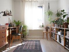 [BY 꿀하우스] 인테리어 대백과, 꿀하우스는 커뮤니티 회원분들의 제보로 만들어집니다 :) 인스타그램 :... Apartment Interior, Living Room Interior, 3 Storey House Design, Home Furniture, Furniture Design, Interior Architecture, Interior Design, Living Styles, Cozy House