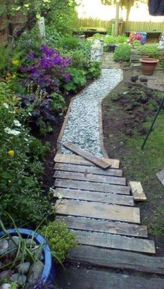 50 Breathtaking DIY Garden Paths and Walkways Design Ideas # Breathtaking Ideas . - 50 stunning DIY garden path and sidewalk design ideas # Breathtaking - Back Gardens, Outdoor Gardens, Rustic Gardens, Pallet Walkway, Walkway Ideas, Path Ideas, Wood Walkway, Wood Path, Pallet Pathway Ideas