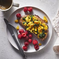 Easy Mediterranean Diet Breakfasts Recipes to Make for Busy Mornings - Low Calories Healthy Diet Tips, Healthy Foods To Eat, Healthy Snacks, Healthy Eating, Health Foods, Health Benefits, Mediterranean Diet Breakfast, Mediterranean Diet Recipes, Best Breakfast