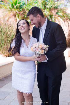 Ensaio dos Noivos após a Cerimônia Civil Fez, Wedding Dresses, Fashion, Hot Couples, Teen Love Couples, Civil Ceremony, Perfect Wedding, Courthouse Wedding, Engagement