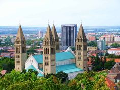 Here're 15 places to visit in Hungary from the capital city, historical areas, and mind-blowing wine country where you can have the famous Tokaj wine. Hungary Travel, Best Hotel Deals, Capital City, Wine Country, Cool Places To Visit, Travel Destinations, National Parks, House Styles, Top