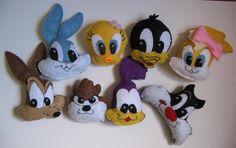 Tod a turminha Looney Tunes para lembrancinhas, podendo ser feito como imã ou chaveiro. <br>Pedido mínimo: 16 unidades