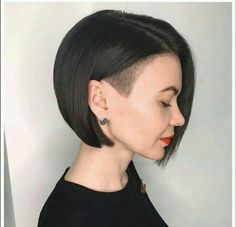43 Stylish Undercut Women Hair Ideas - HairstylesBusiness Casual Style ★ An undercut for women is a great way to upgrade their look no matter whether they prefer long hair or short haircuts. It's extremely versatile and has a mul Short Hair Undercut, Undercut Women, Medium Undercut, Undercut Hairstyles Women, Undercut Styles, Undercut Designs, Female Hairstyles, Baddie Hairstyles, Bandana Hairstyles