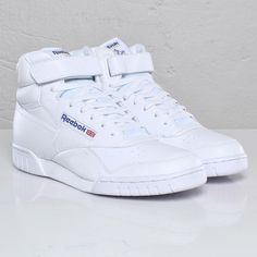 The Reebok Exofit Vintage Shoes Men, Streetwear Online, Sports Shoes, I Love Fashion, Aesthetic Clothes, Casual Shoes, Running Shoes, Air Jordans, Shoes Sneakers