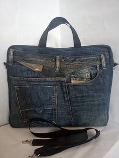 Cars - Laptop bag from recycled jeans Rigid shape and many pockets Trend bag made of recycled jeans. Denim thoroughly cleaned and restored. The product is made in a rIdea backpack for recycling jeans. My friend got into a car accident. Denim Tote Bags, Denim Purse, Jeans Denim, Purses And Handbags, Leather Handbags, Leather Bags, Leather Wallets, Baskets Bleu Marine, Jean Diy