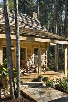 need stone slab entry to porch at my wee cottage/cabin. Log Home Living, Plans Architecture, Casas Containers, Log Cabin Homes, Log Cabins, Tiny Cabins, Little Cabin, Cabins And Cottages, Cozy Cabin
