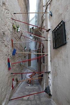 intervention urbaine 04 466x700 Les interventions urbaines de Brad Downey  street art bonus art