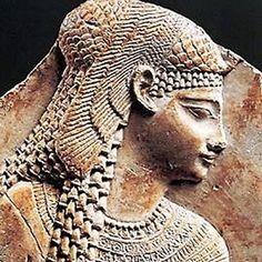 """Trovata una stele """"sorella"""" di quella di Rosetta. Svelerà il luogo di sepoltura di Cleopatra?"""