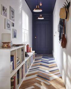 Daphné Décor&Design: inspirations et avantages pour delimiter l'espace avec de la peinture graphique,  mur et plafond pour agrandir le couloir tout en définissant l'espace