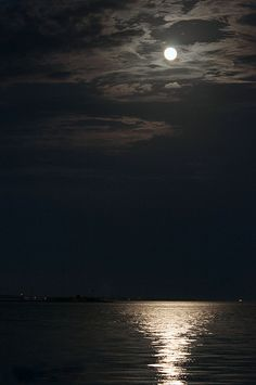 Moonrise over Fort Sumter by Lauren Peeler Brice Moonlight Photography, Moon Photography, Tumblr Photography, Landscape Photography, Black Aesthetic Wallpaper, Aesthetic Backgrounds, Aesthetic Wallpapers, Night Sky Wallpaper, Dark Wallpaper