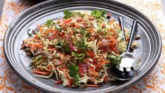 This delicious Vietnamese chicken coleslaw packs a hearty sweet-and-sour punch. Gf Recipes, Asian Recipes, Vegetarian Recipes, Cooking Recipes, Healthy Recipes, Ethnic Recipes, Vietnamese Recipes, Recipies, Vegan Fish