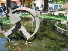 Escultura em homenagem aos 500 anos do Descobrimento do Brasil, localizado na Praça Manuel Inácio Peixoto.