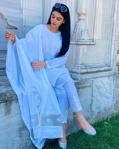 Simple Pakistani Dresses, Pakistani Fashion Casual, Pakistani Dress Design, Indian Fashion, Muslim Fashion, Ethnic Fashion, Girl Fashion, Dress Indian Style, Indian Dresses